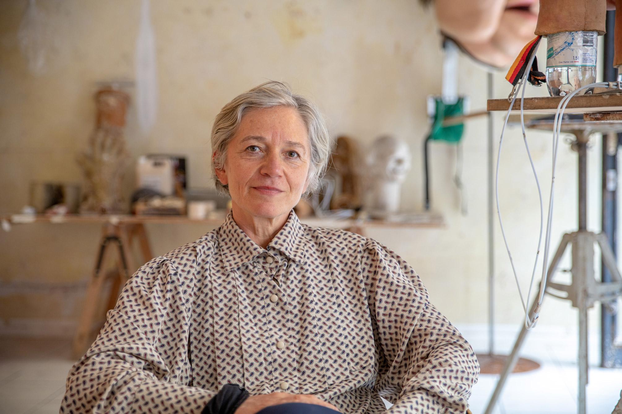 Portrait: Ute Krafft im Ausstellungsraum